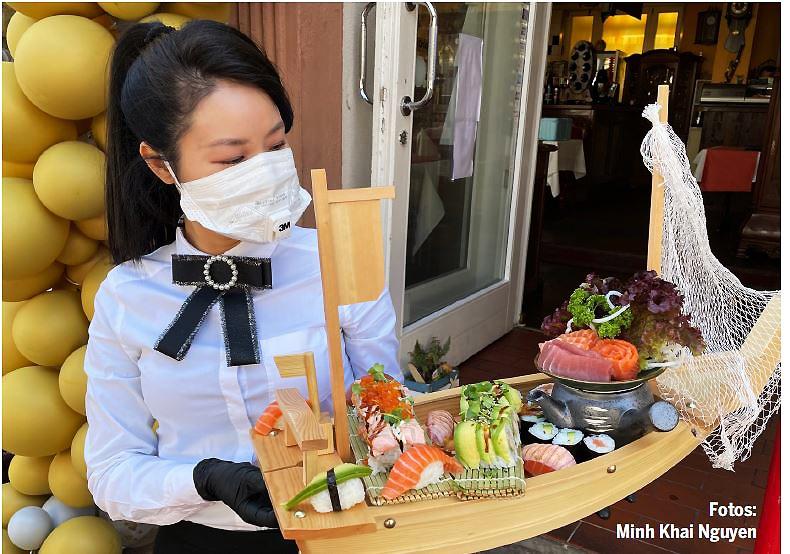 Perfekt präsentiert: Spezialitäten im Asia Gourmet in der Fußgängerzone